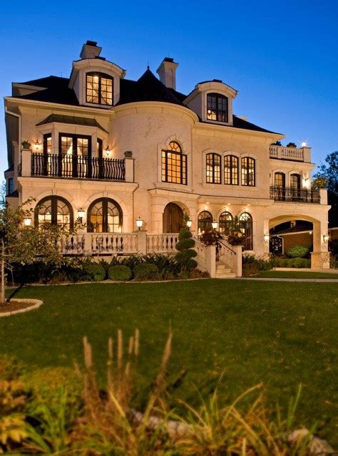 19 Gorgeous Houses That Look Like Castles