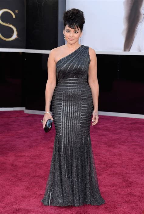 Norah Jones Performs At The Oscars 2013 - Fashionista411