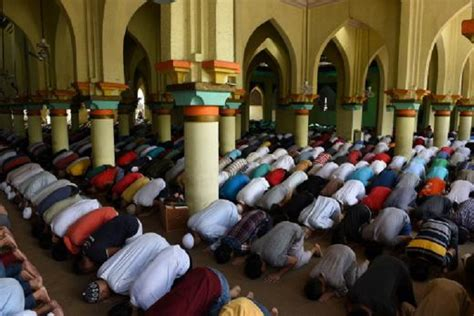 Islam Projected to Overtake Christianity as World's