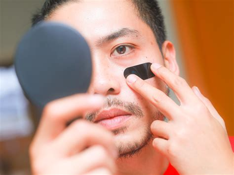 How to Apply Eye Black for Baseball: 8 Steps (with Pictures)